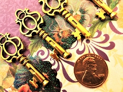 Gold Ancient Skeleton Key Copy Decorative Ornamental Decorative Jewelry Favor Guest Gift Bridal Bachlorette Party Reception Lucky Charm