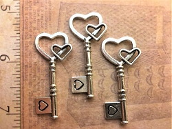 25 Vintage Skeleton Key Wedding Beads Wind Chimes Shadowbox Scrapbook Keepsake Housewarming Gift Reception Novelty Table Party Gift