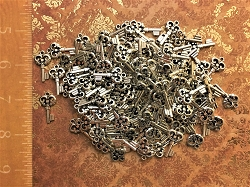 50 Silver Heart Steampunk Skeleton Keys Bridesmaid Gift Accent Decor Ornate New Vintage Antique Craft Beads Pendant Charms Jewelry Chime