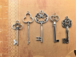 Serene Silver Keys Vintage Antique Large Skeleton Steam Punk Art Wind Chimes Mobile Display Decor Art Craft Findings Supplies Pin Brooch Pendant