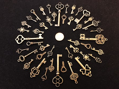 40 Brass Wholesale Steampunk Skeleton Keys Gothic Wedding Cards Bulk Marker Reproduction Vintage Antique Beads Pendant Charms Jewelry Chimes