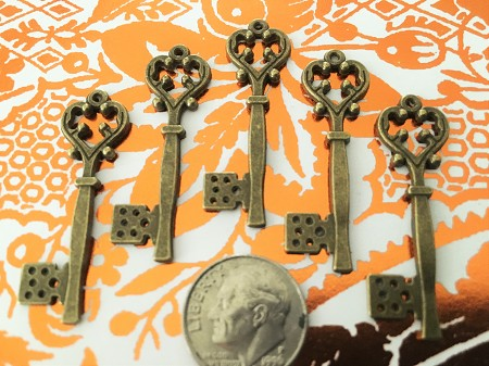 25 Heart Theme Gothic Victorian Steampunk Skeleton Keys Gothic Floral Accent Scrap Book Bulk Lot Seat Place Marker Reproduction Vintage
