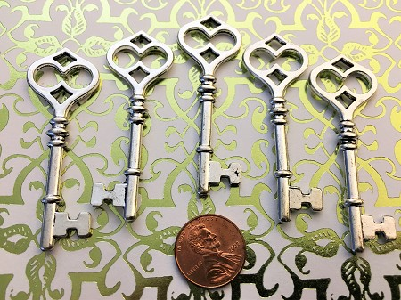 "25 Silver Large 2.5"" Steampunk Skeleton Keys Gothic Heart Love Wedding Escort Place Cards Bulk Lot Seat Place Marker Reproduction Vintage Antique Beads Pendant Charms Jewelry Craft Chimes"